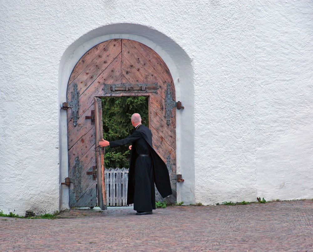 Friar Pixabay.jpg