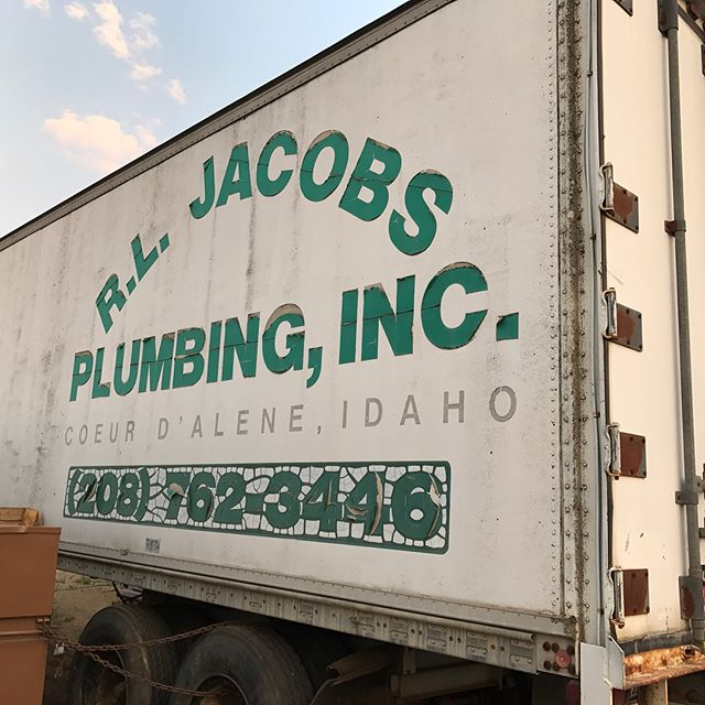 ✔️-Today's morning job . . #banners #signs #teamwork #localbusinesses #RLJacobsPlumbing #jtmindustries