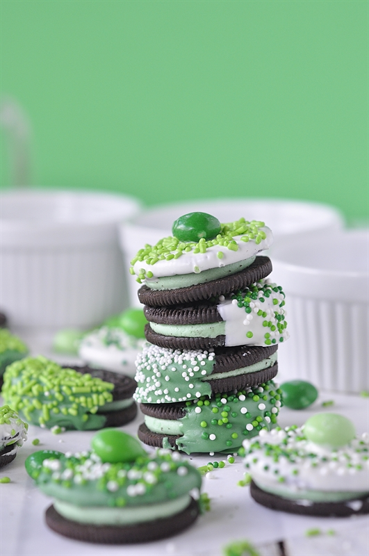 St.-Patricks-Day-Chocolate-Dipped-Oreos_0007.jpg