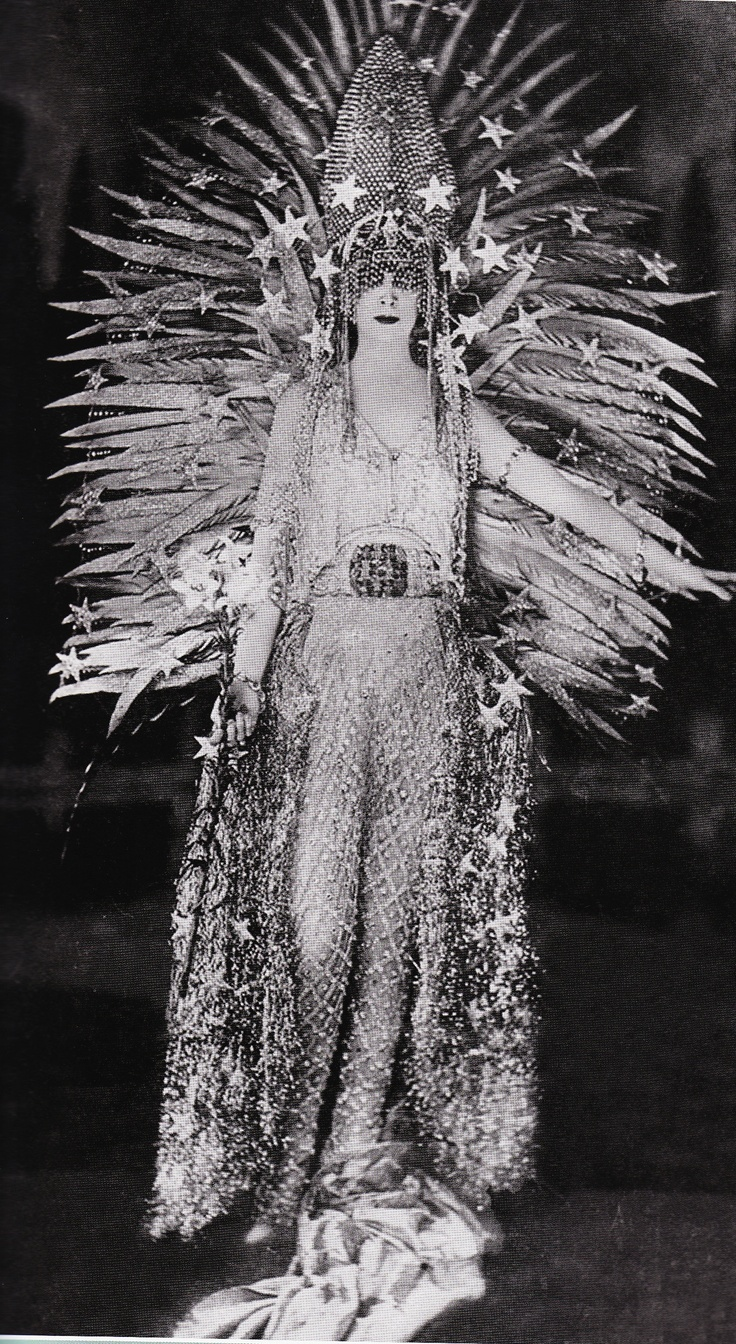 Marchesa Luisa Casati in a costume by Erté
