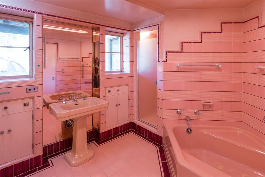 PINK!! Art Deco Bathroom