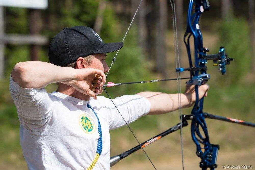 """Hampus Borgström, Helsingborgs BK. I hans hand syns releasern, på strängen syns hans """"peep"""" i ögonhöjd."""