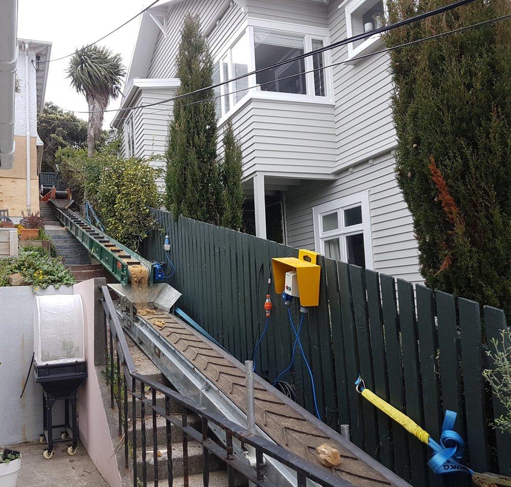 EK300 and EK450 removing rubble in Wellington