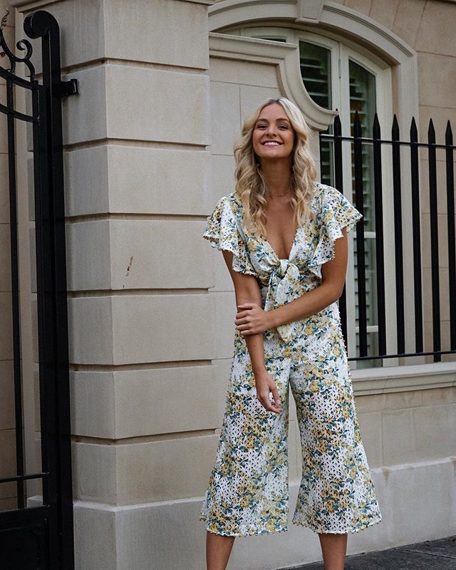 Grinning for FRI-YAY! 🌼🌼 Jumpsuit from @talulah_lamaison via my go to.. 👉🏼(you guessed it) @theiconicau 🍦🍦🍦💋💋 #theiconic