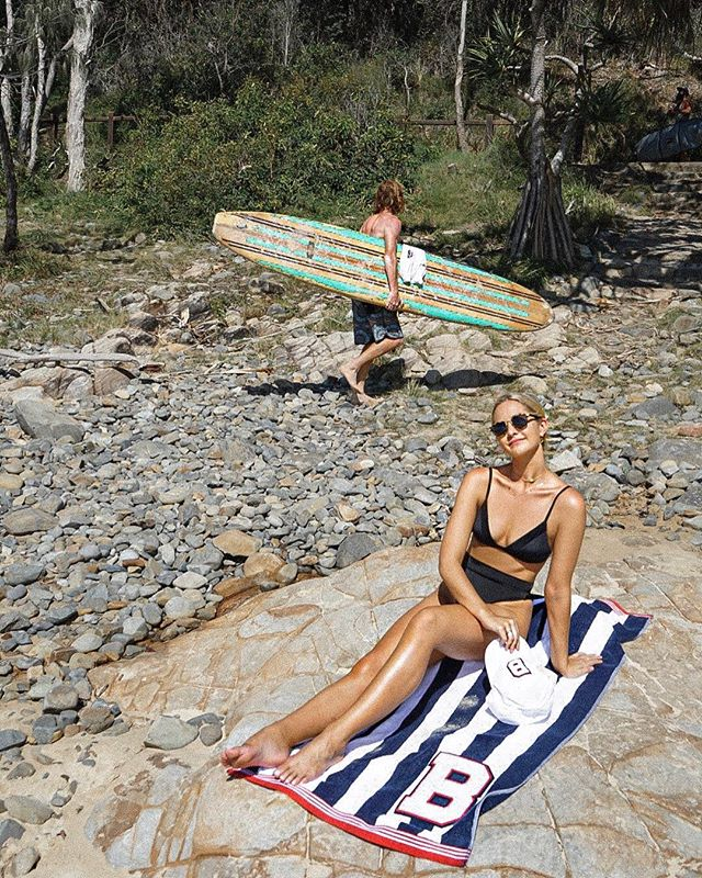 From where I would rather start my Monday morning... 🍍🍍🏄🏼♀️🏄🏼♀️ #bestphotobomb