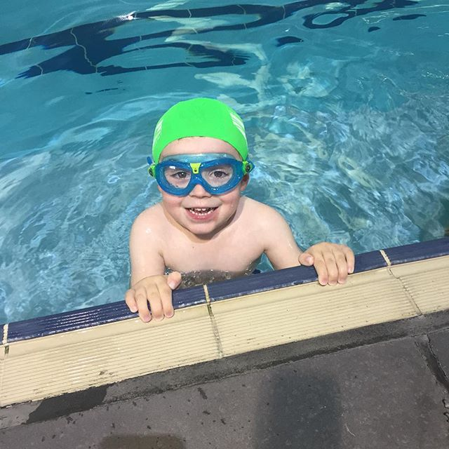 This is John he is one of our superstars here at Justin Norris Swim Academy 😊 he can swim without assistance in our deep pool 🏊🏽 keep up the great work Johnny! #justinnorrisswimacademy #swimming #summer #olympics #kids #smile #pool #pooltime #superstars