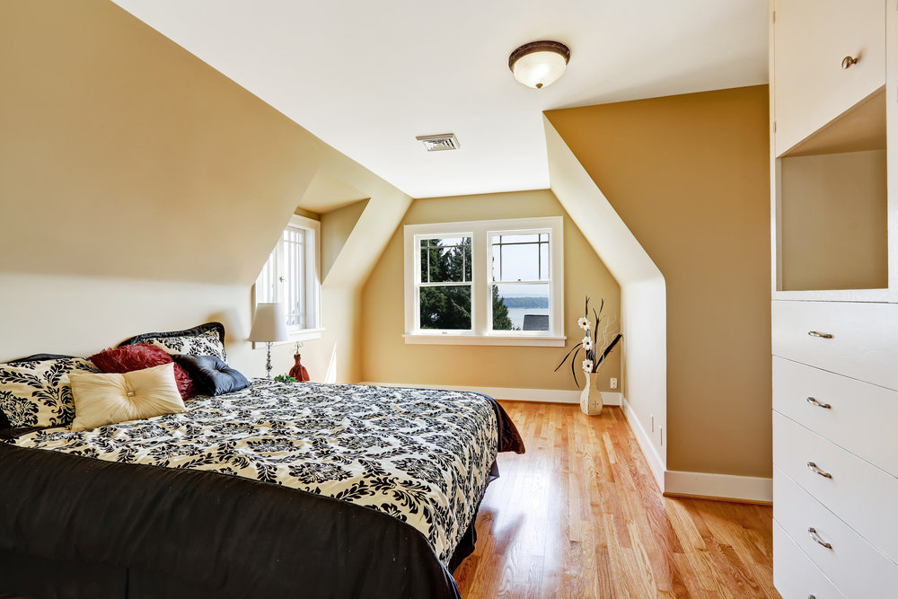 A large guest bedroom