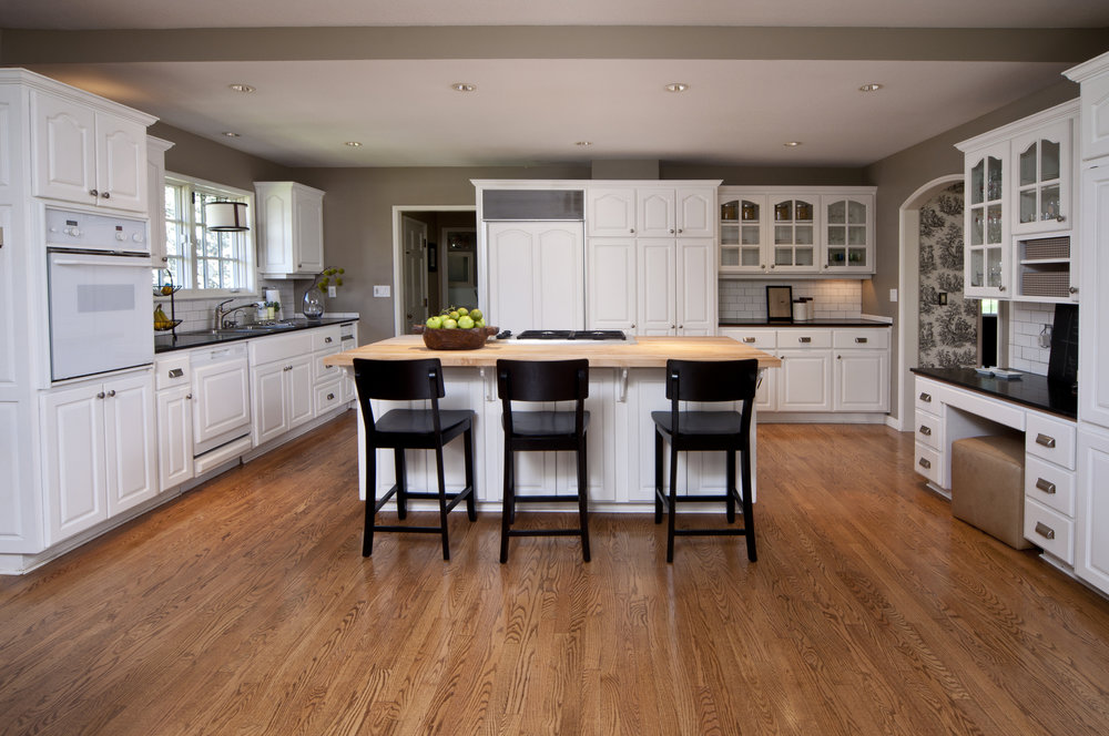 Large Shaker kitchen with island