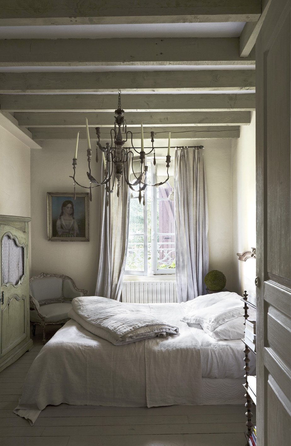 Image Credit: Farrow and Ball.  Farrow and Ball Lichen in Estate Eggshell and Pointing in Estate Eggshell and Floor Paint