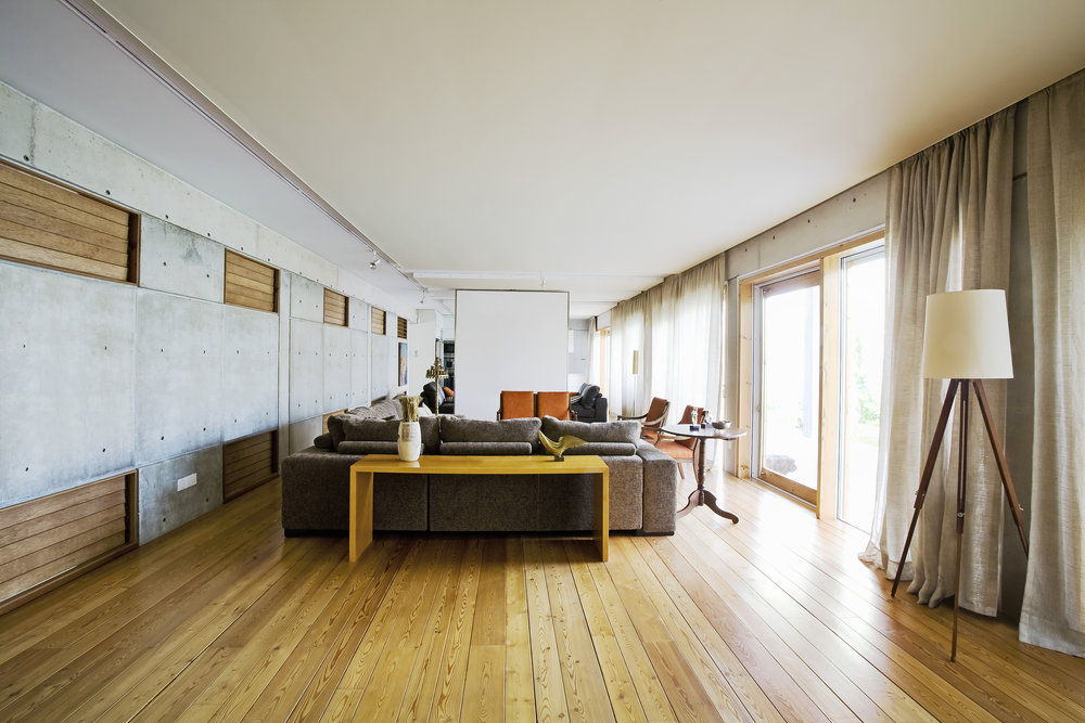 Opun home improvement - Living room with bare floor boards