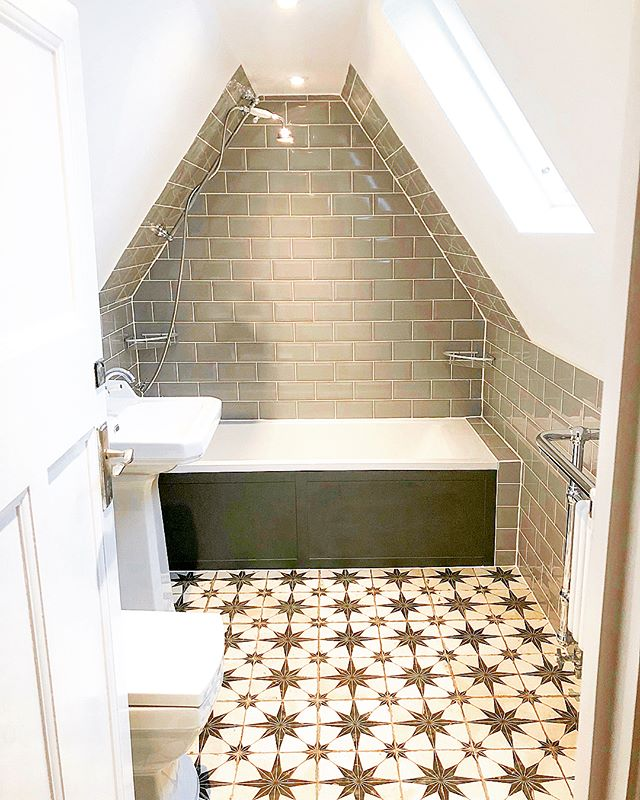 👀 W-O-W! From beige and boring to majestic and metro this loft bathroom has been on quite a journey 🏚️➡️🏠 The stunning mosaic floor really takes the space to new heights and is perfectly accented by green metro tiles and a slanted ceiling 🛁🚿💚 Can you believe this incredible transformation 🤔? ⠀ @houzzuk @bathrooms_of_insta⠀ ⠀ #opunminded #bathroom #bath #pattern #white #black #interiorstyle #interiordecor #deco #homeimprovements #homerenovation #renovated #homereno #ukhouse #homedecor #interiorlovers #homestyle #homedesign #instahome #housetohome #london #londonhome #londonliving #ihavethisthingwithfloors #floor #pattern #ihavethisthingwithpatterns #workinprogress #transformationtuesday #bathandbodyworks
