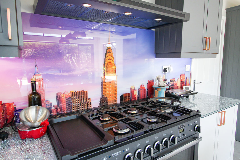 Embrace your inner chef... - A State-of-the-art hob unit and oven means our customers can experiment in the kitchen and create any delicacy they desire. The entire unit is framed by a stunning glass panel splashback featuring the iconic New York skyline.