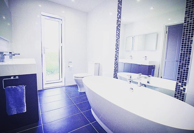This majestic master bathroom 🛁 has vast expanses of space for our customers to stretch out and relax after a long day at the office 💆💆‍♂️ The magnificent white/blue colour scheme creates a regal impression that is fit for a king 👑⠀ ⠀ @houzzuk @bathrooms_of_insta⠀ ⠀ #opunminded #homeimprovement #bathroom #bath #interiordesign #metro #fresh #cool #beautiful #homereno #homedecor #instahome #london #londonlife #interiorstyle #newbathroom #love #photooftheday #wetroom #loft #modern #bathandbodyworks #bathroomdecor #bathroomremodel #bathtime #mirrorpic