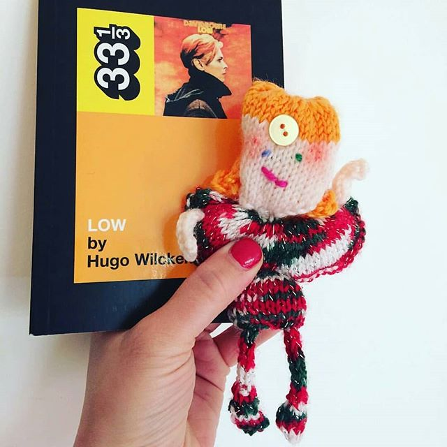 Let's knit! Bowie that I made for my sister @thepartnerlook birthday today #knit #davidbowie #bowie #happybirthday #glam #glamknits