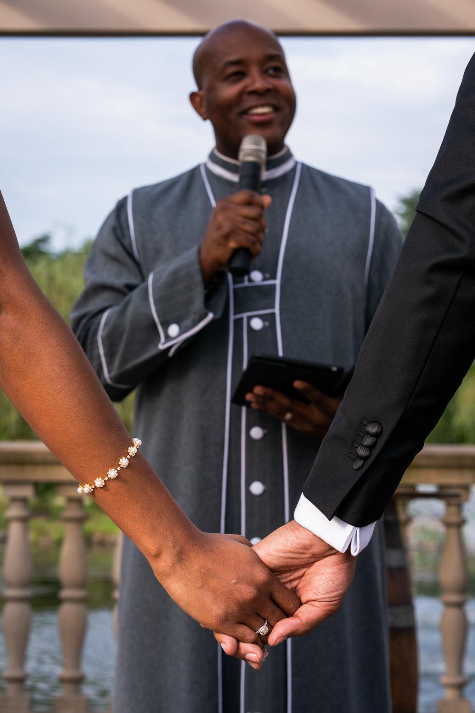 024-christopher-jason-studios-morais-vineyard-winery-virgina-wedding-african-american-bride-and-groom.jpg