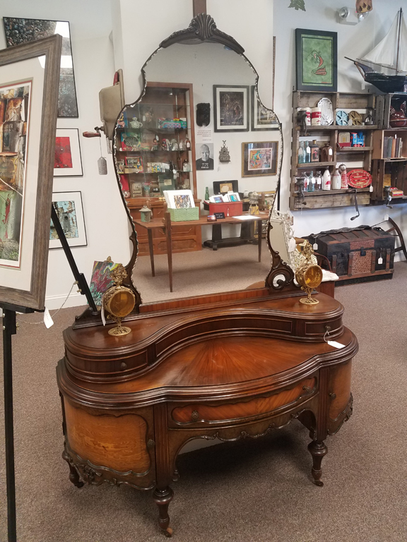 Vanity-table-Victorian-revival-art-deco_8x10.jpg