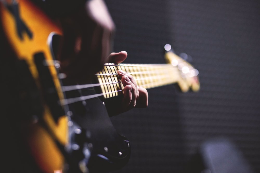 bass-guitar-chord-close-up-96380.jpg