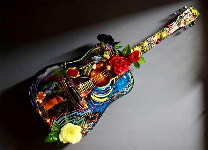 IMG_1545393160565_guitar_v2.jpg