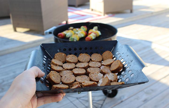 PlatedColor.com-GrillingVeggiesVeganSausage10