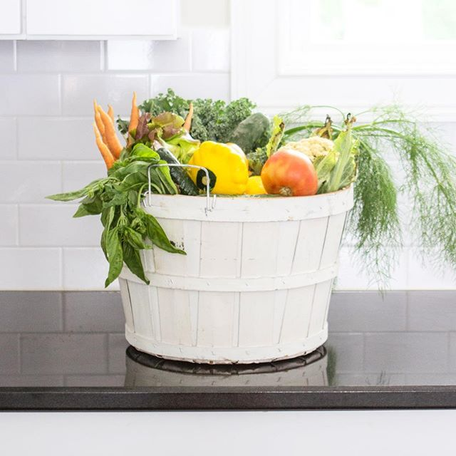 The best part about today is signing up for my @bloomsburyfarm summer CSA basket. The worst part? Having to wait until May to get the first basket. I've been participating in this CSA since the beginning years ago and I'd never miss out on a season. I may be a broken record, but eating produce grown locally and organically by the best family you know and trust makes everything taste better. • link in their profile for sign ups! Join me ❤️#bloomsburyfarm #nashville #shoplocal #eattherainbow #eatclean #bedeeplyrooted #thekitchn #feedfeed #yum #bonappetit #onmytable #thankful #vegetarian #farmtotable