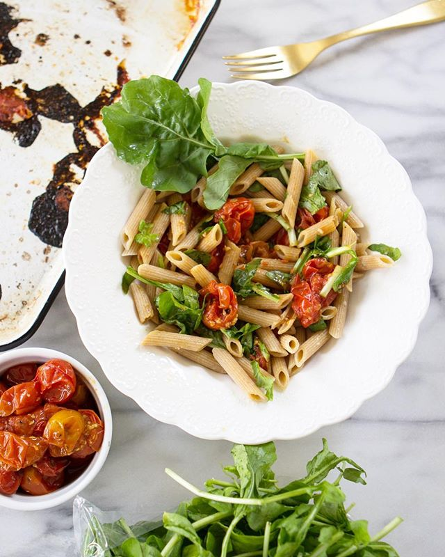 Summer temps this week have my heart thinking about my favorite dish: pasta with charred tomatoes, fresh arugula and a drizzle of olive oil and red pepper flakes!!! ❤️ check out my IG story today for an update on Plated Color & my life! 😘 #shoplocal #eattherainbow #eatclean #bonappetit #onmytable #bedeeplyrooted #change #seasons #yum #kinfolktable #f52grams #nashville #foodstyling #foodphotography #summertime