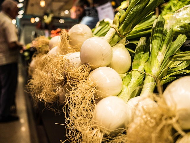 Prebiotic - Onions are a natural prebiotic which, can promote a healthy gastrointestinal system by helping the healthy bacteria grow in your intestines.