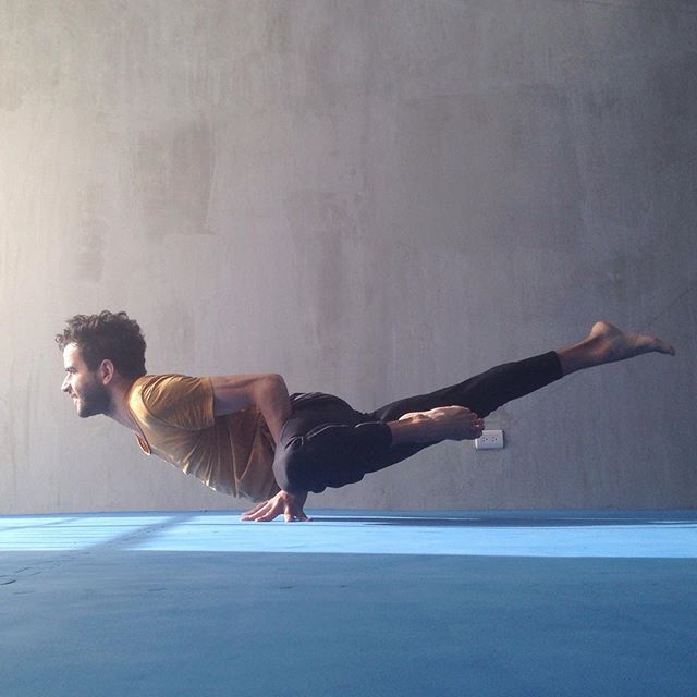 Listos para recomenzar la semana. ¡Feliz miércoles!  #flexibility #flexibilidad #fuerza #strength #handstand #handbalance