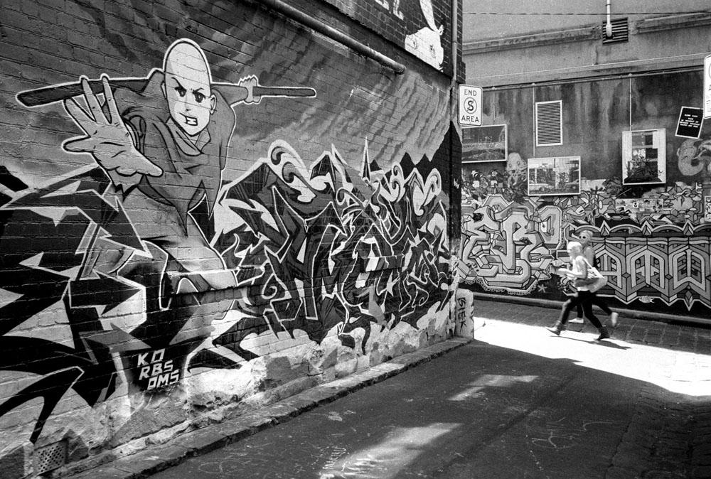graffiti fans in hosier lane