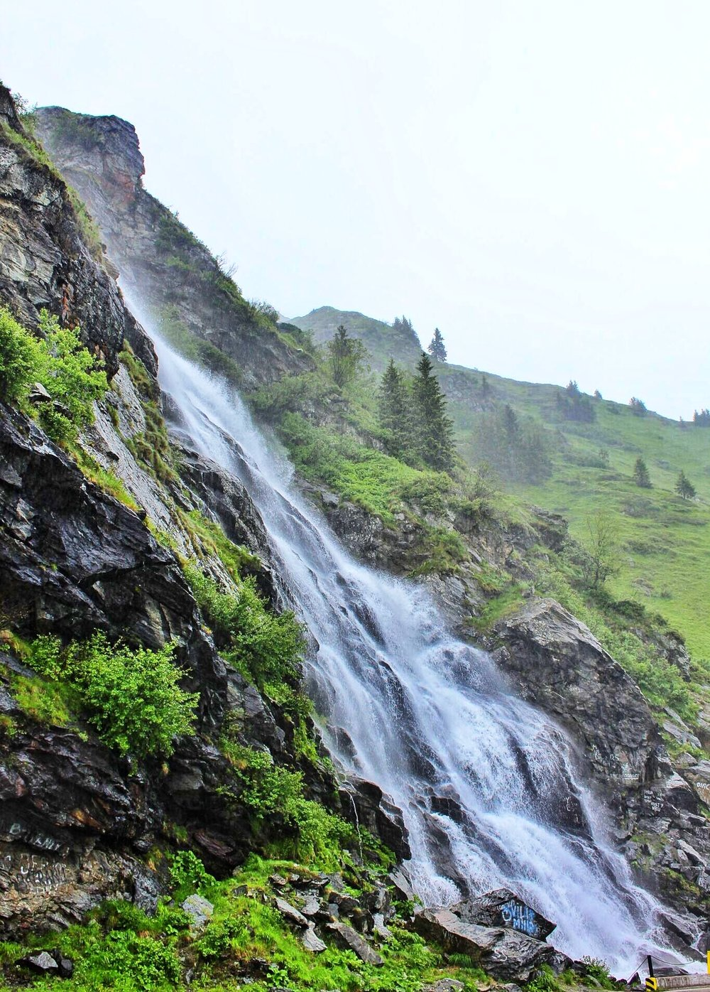 Incredible waterfall in the middle of the Transfăgărășan road crossing