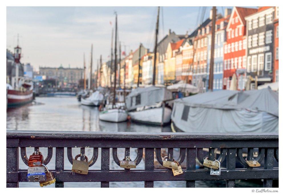 Nyhavn.50mm (full-frame), 1/800, f/8, ISO 400