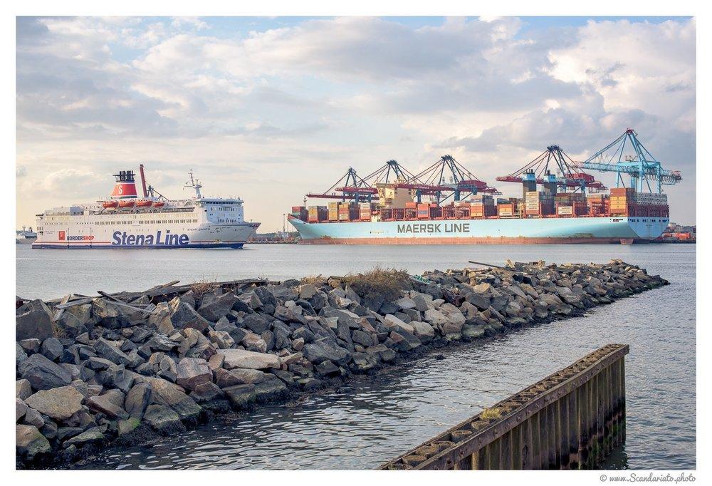 The harbour. 50mm on full-frame, 1/250 sec, f/11, ISO 200