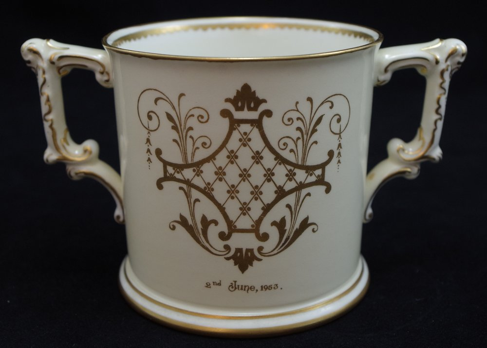 royal-crown-derby-elizabeth-II-coronation-limited-edition-loving-cup-reverse-1953