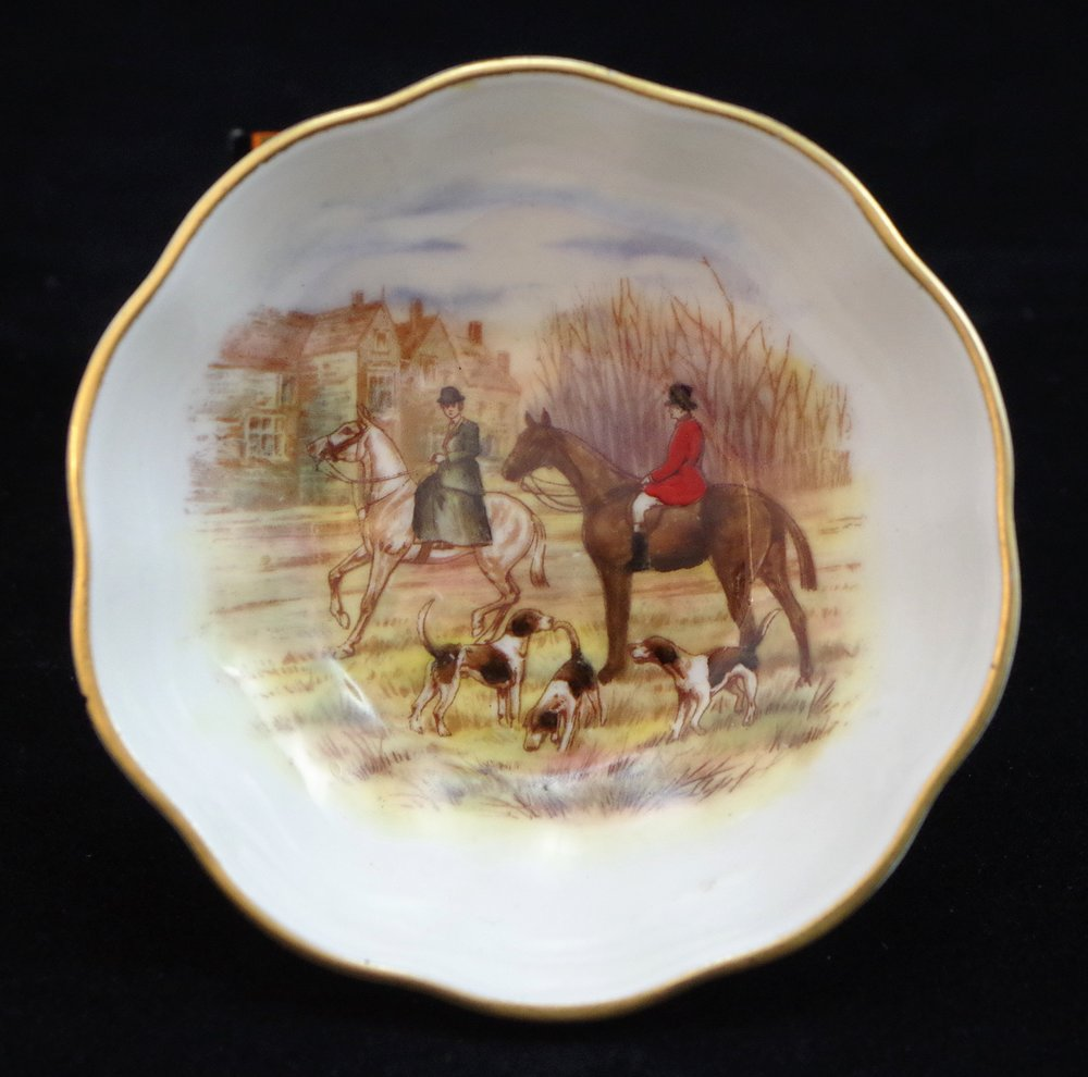 royal-crown-derby-cairns-hunting-scene-b