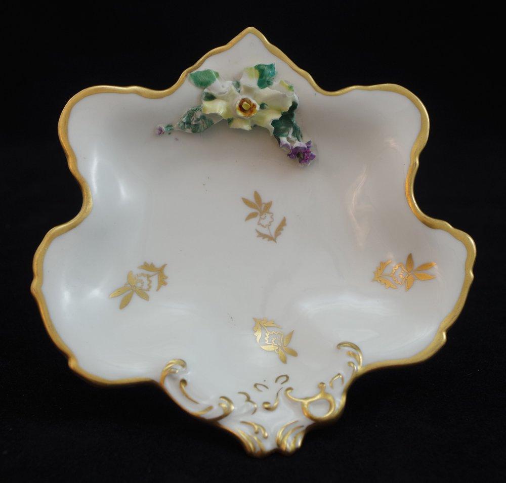 royal-crown-derby-1974-shape-flowered-rockingham-white