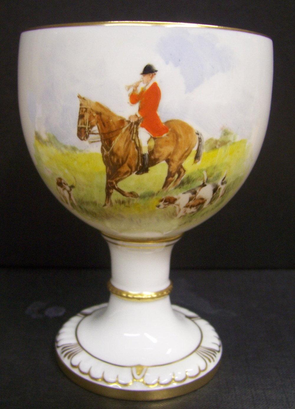 royal-crown-derby-goblet-1942-shape-hunting-scene