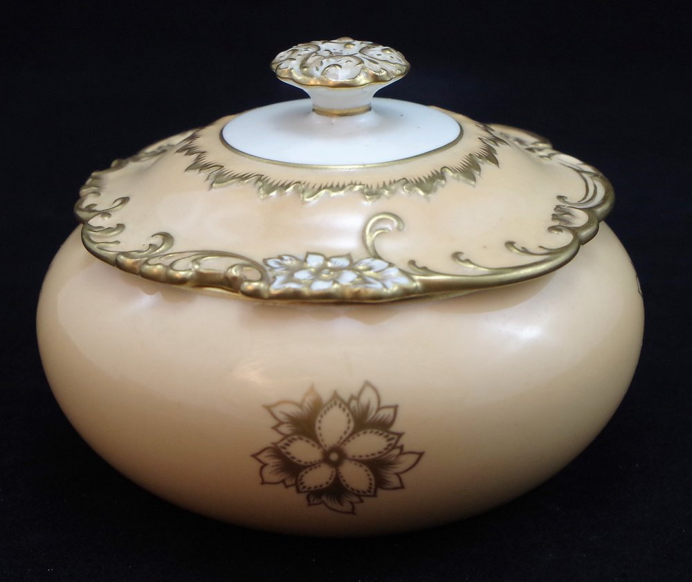 royal-crown-derby-golden-fawn-rouen-round-covered-box