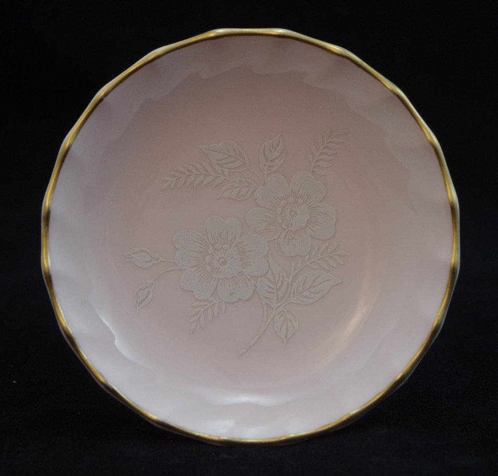 royal-crown-derby-boston-round-tray-salmon-white-roses