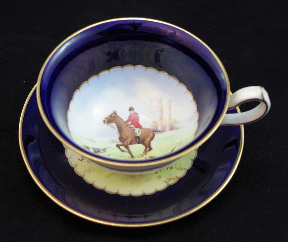 royal-crown-derby-ely-shape-cobalt-ground-hunting-scene.JPG