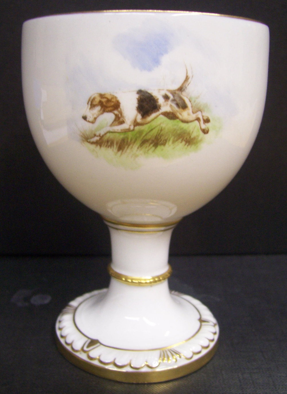 royal-crown-derby-goblet-1942-shape-hunting-scene-reverse