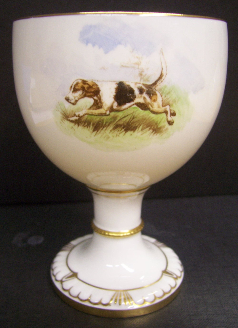 royal-crown-derby-goblet-1942-shape-dean-hunting-scene-reverse