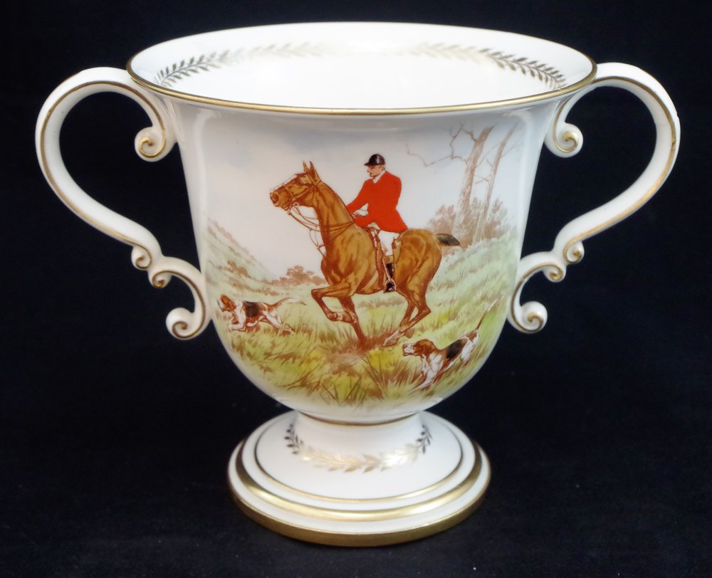 royal-crown-derby-large-trophy-vase-hunting-scene-reverse