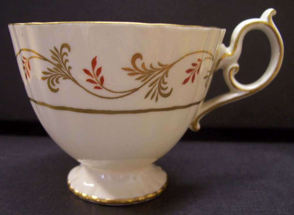 royal-crown-derby-elizabeth-shape-tea-cup-tall-red-diana-pattern-crest-2