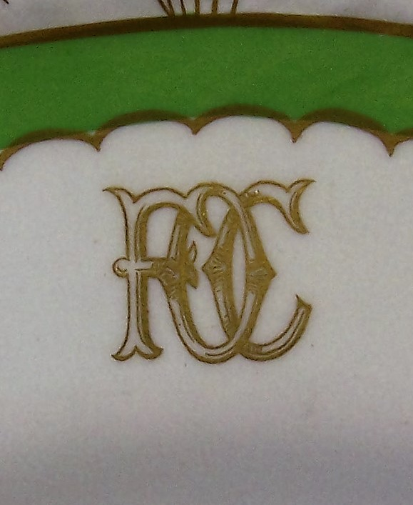 royal-crown-derby-gadroon-green-ground-FOC-monogram-close-up-A968