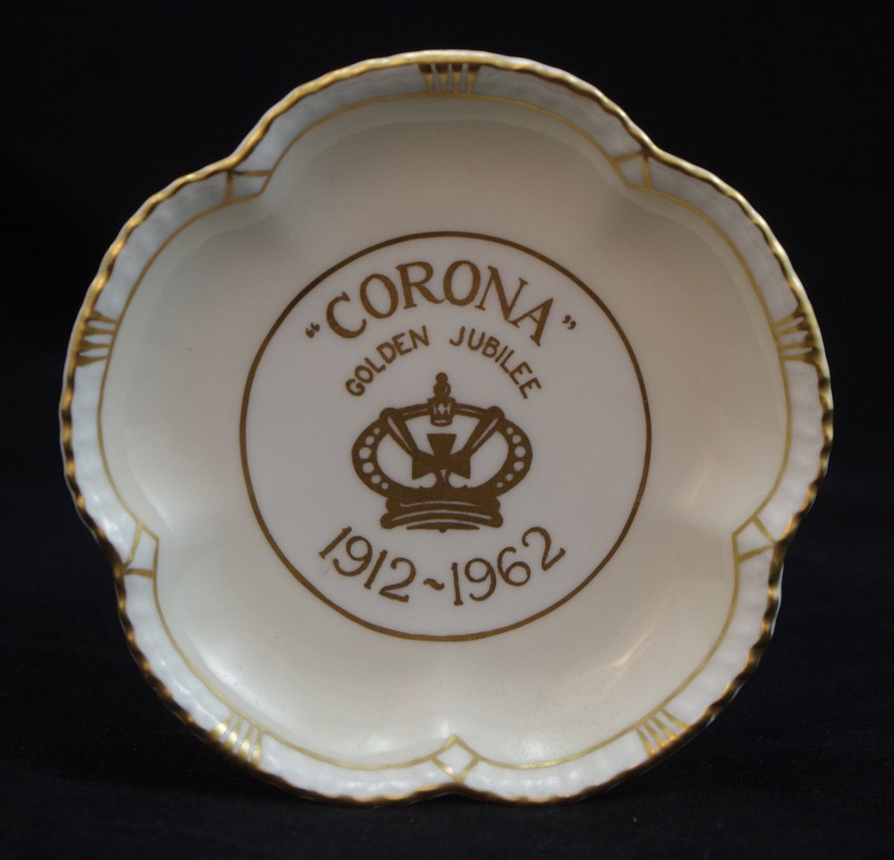 royal-crown-derby-tudor-rose-tray-corona-1962