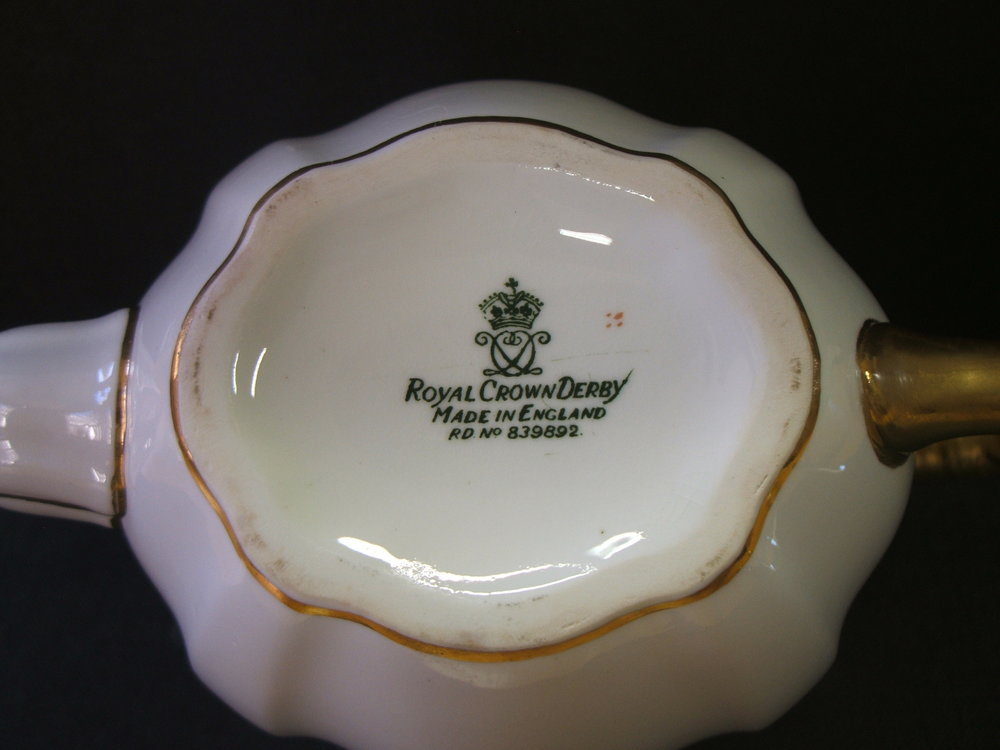 royal-crown-derby-surrey-teapot-m-monogram-mark
