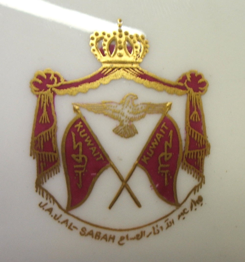 royal-crown-derby-heraldic-cigarette-box-maroon-ground-kuwait-crest-close-up
