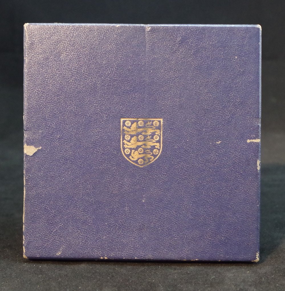 royal-crown-derby-tudor-rose-tray-jack-burkett-10th-november-1958-box