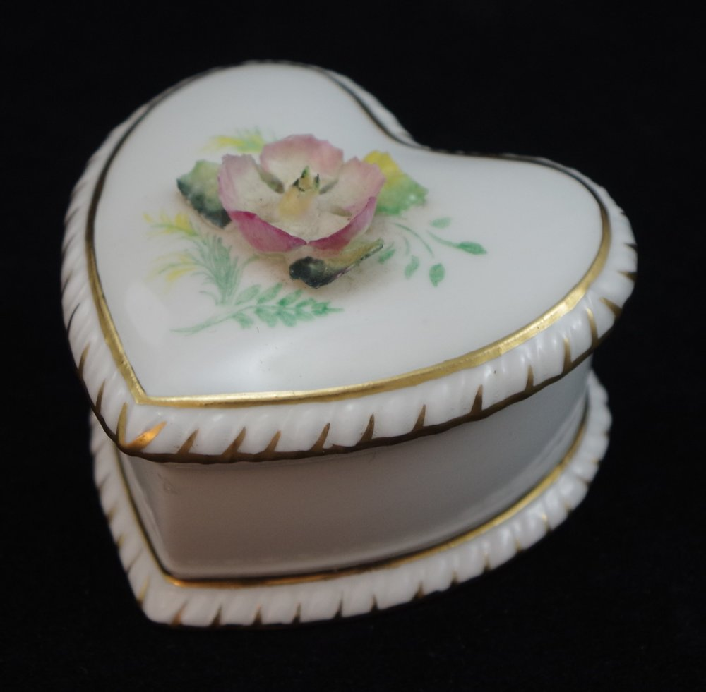 royal-crown-derby-shape-1010-hand-flowered-gadroon-heart-box