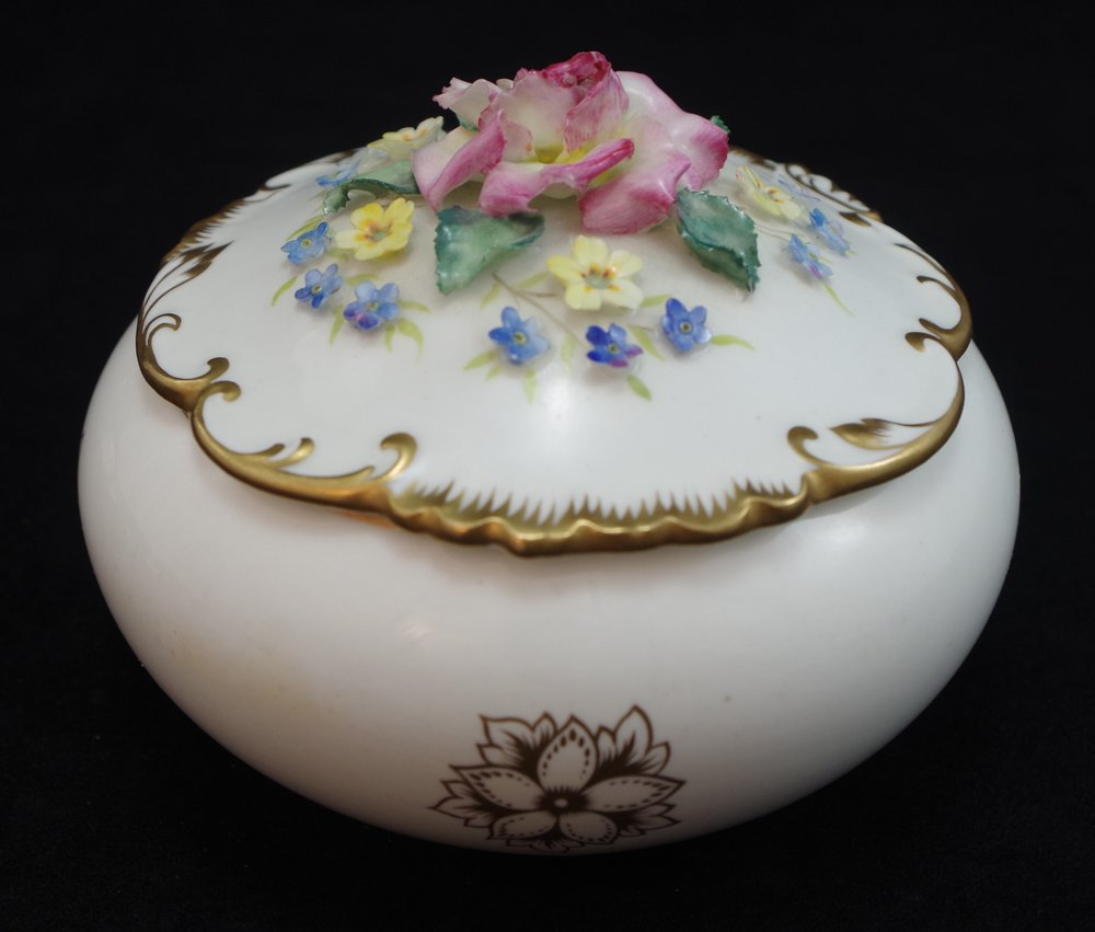 royal-crown-derby-rouen-shape-hand-flowered-round-box