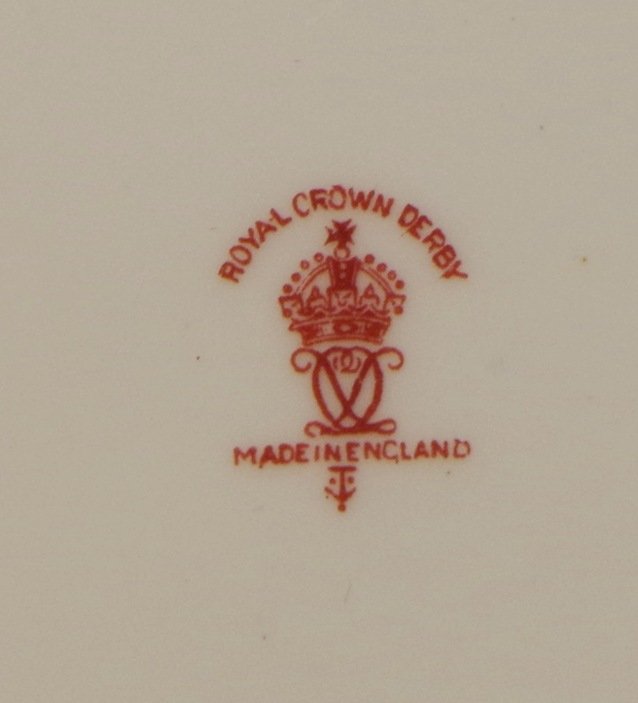 royal-crown-derby-maroon ground-johnston-family-1934-mark
